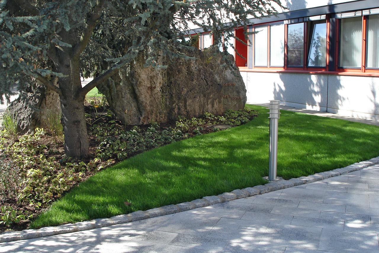 Wir übernehmen die Grünpflege großer Unternehmen. Hier ein Beispiel aus Michelau.