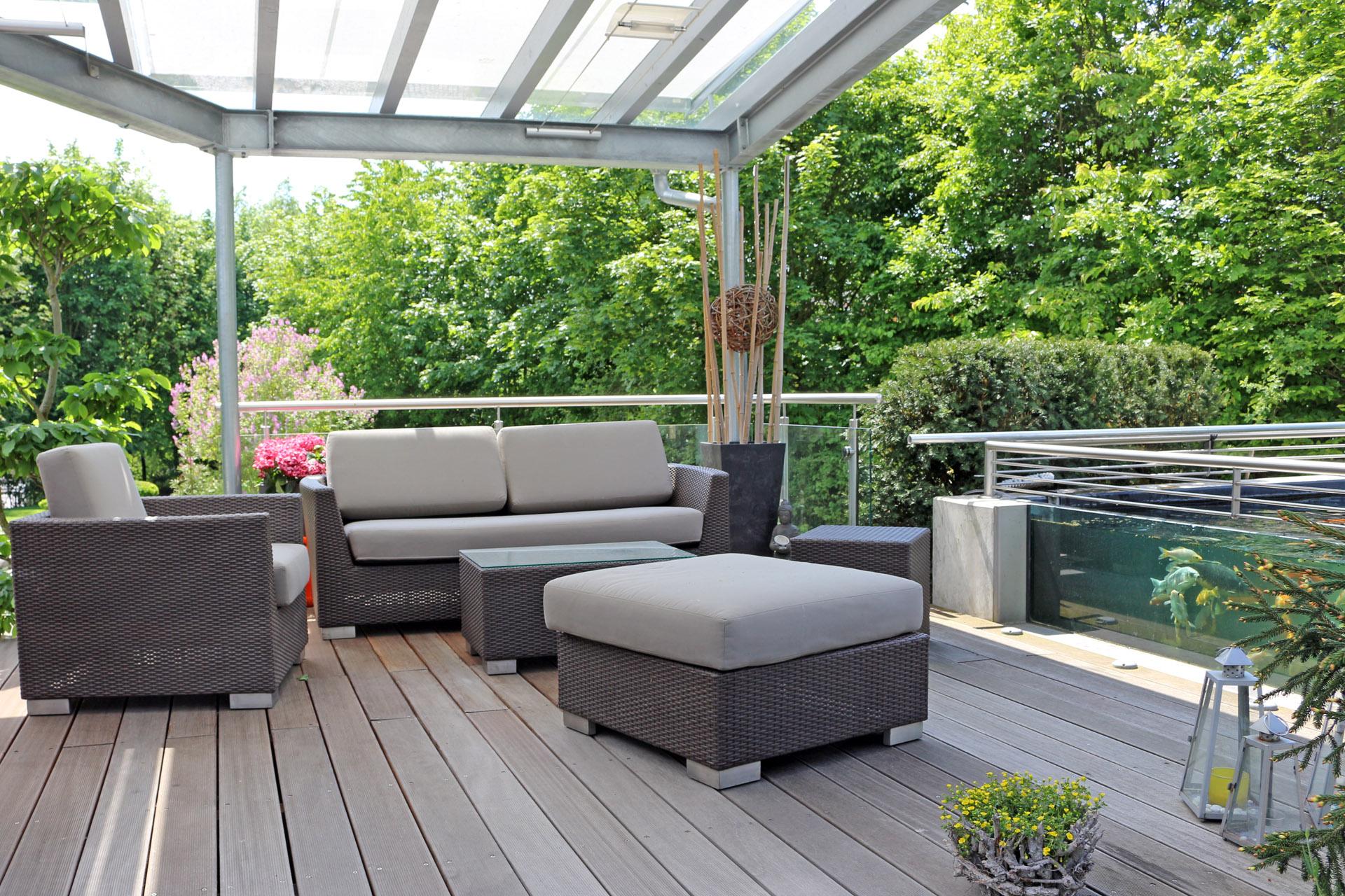 Loungebereich im grünen.