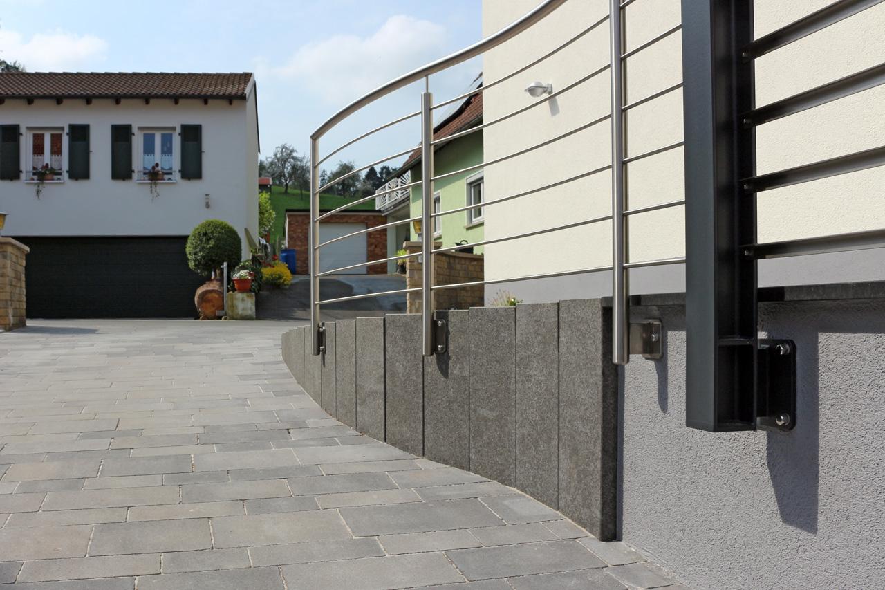 Terrassen und Wege