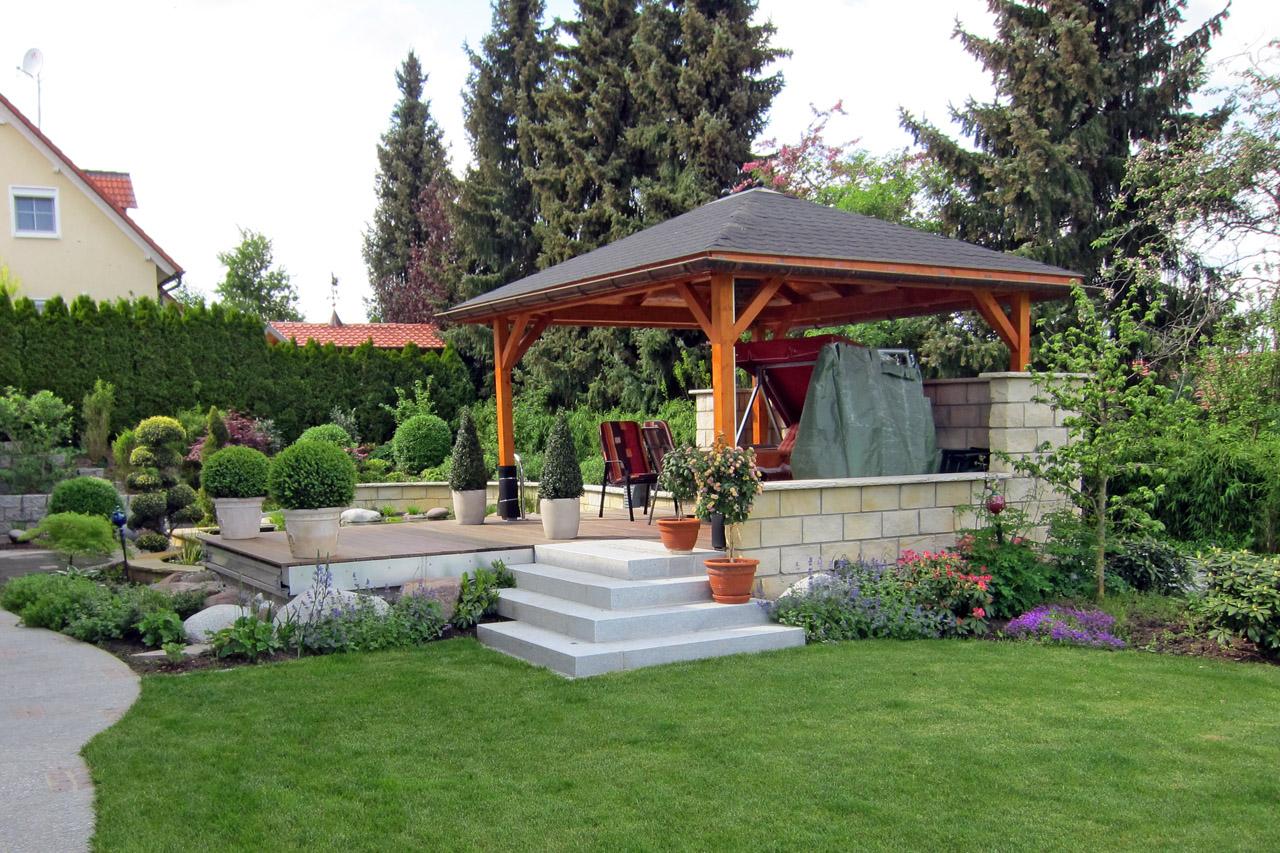 Gartenanlage mit Koiteich in Bamberg