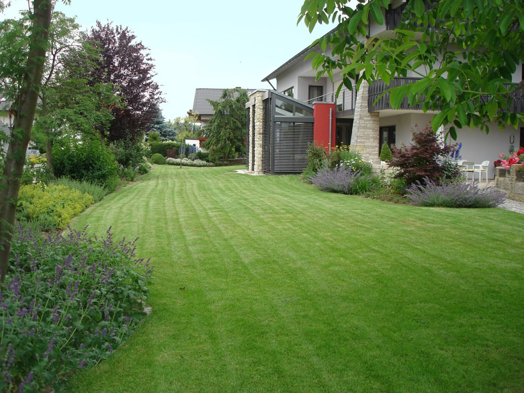 Ihr Gartenparadies in guten Händen! Wir sind Spezialisten für die Pflege hochwertiger Gartenanlagen.
