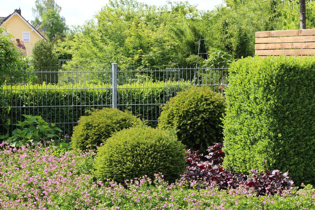 Modernste Bewässerungssysteme: Unsichtbar und effizient! Nur das satte Grün und die Blütenbracht verrät Ihr Geheimniss.