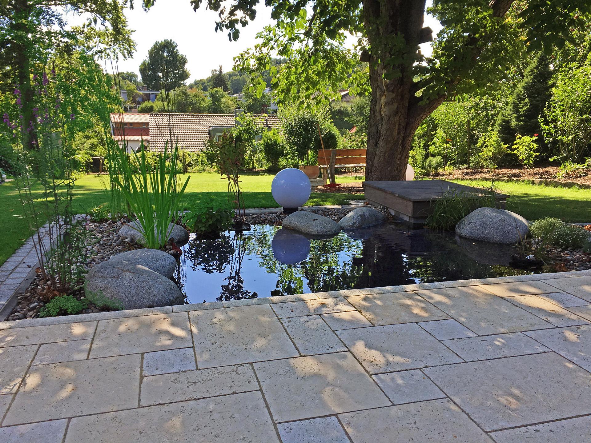 Kleine Gartenanlage mit Teich zum abkühlen!