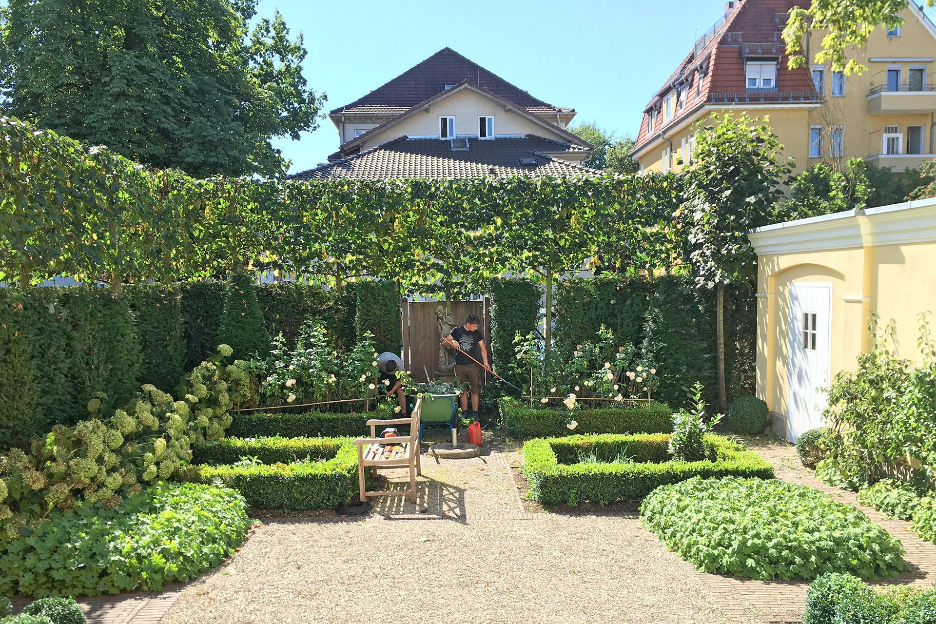Pflege eines Stadtgartens in Coburg.