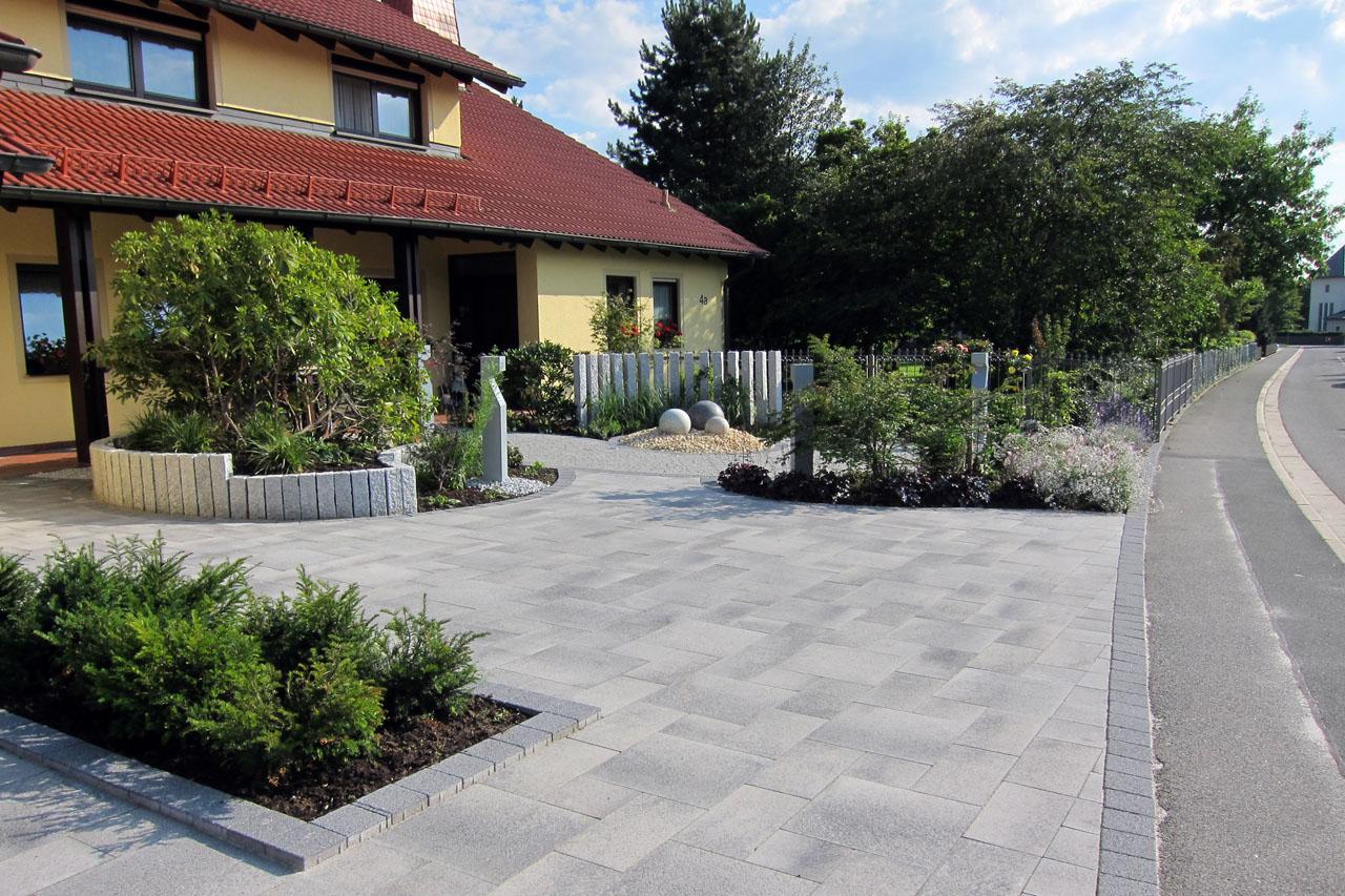 Gartenanlage in Dörfles-Esbach