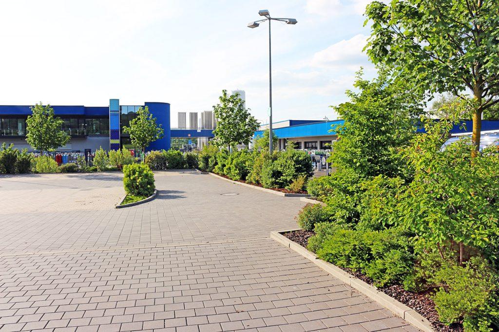 Parkplatzgestaltung Frima Rießner-Gase.