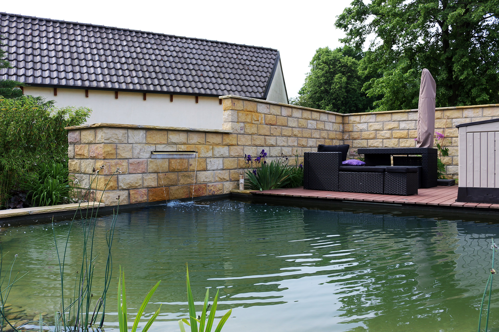 Kleiner Schwimmteich in Redwitz.