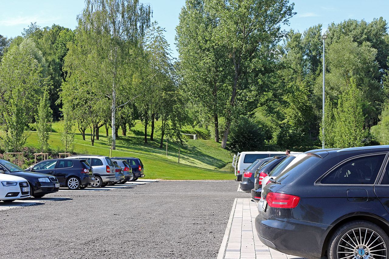 Mitarbeiterparkplatz der Hofmann Innovation Group in Lichtenfels.