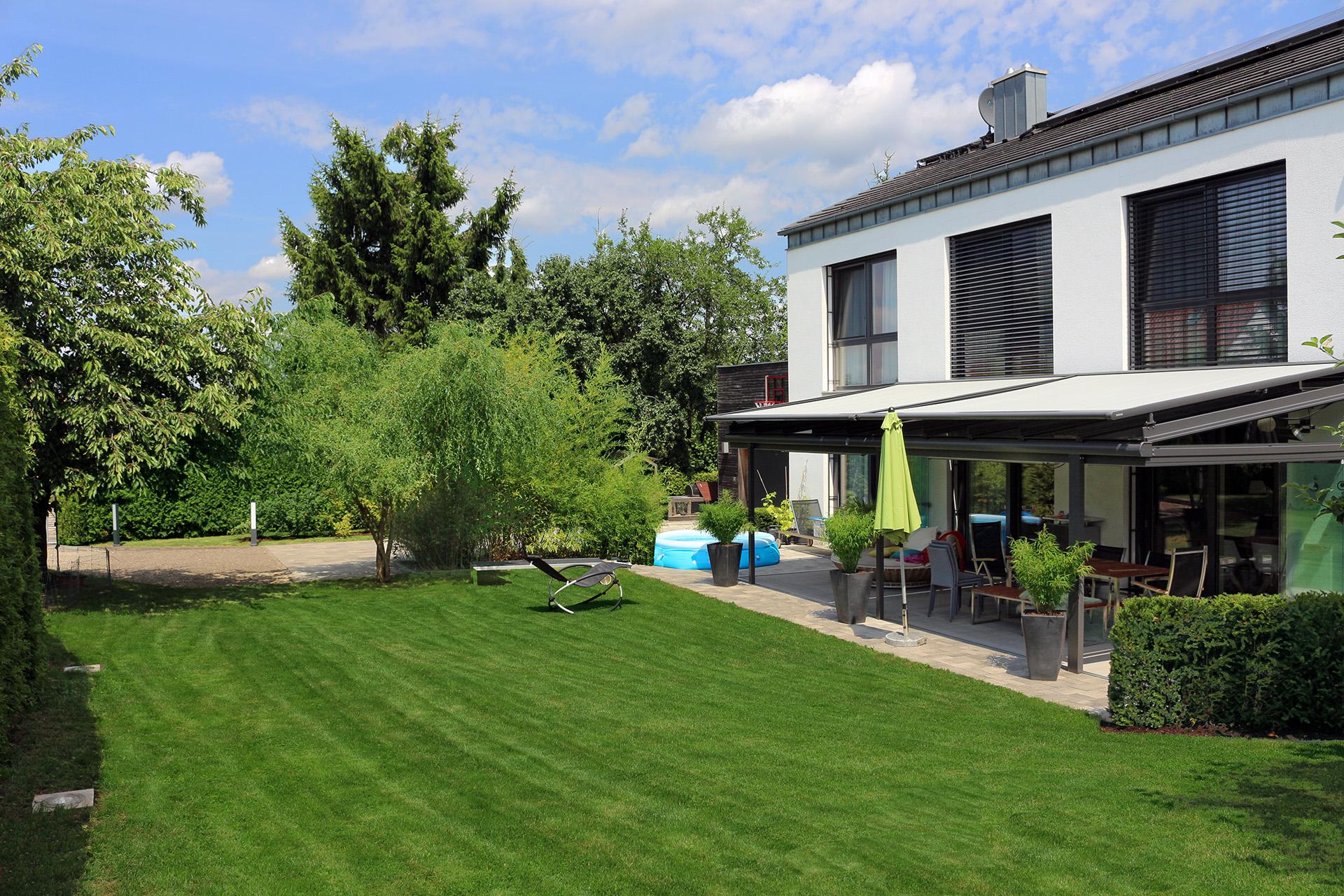 Moderner Famliengarten in Lichtenfels.