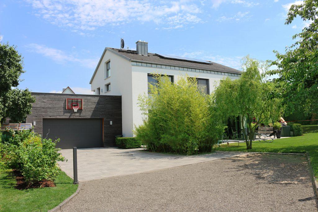 Modernern Familiengarten in Lichtenfels.