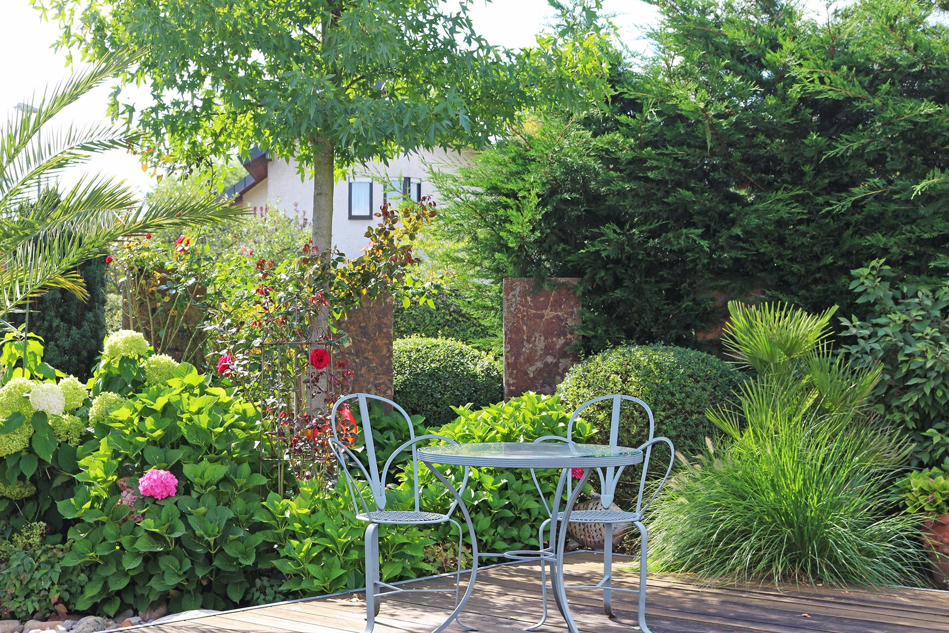Gartenanlage mit Koiteich in Bamberg-Stegaurach