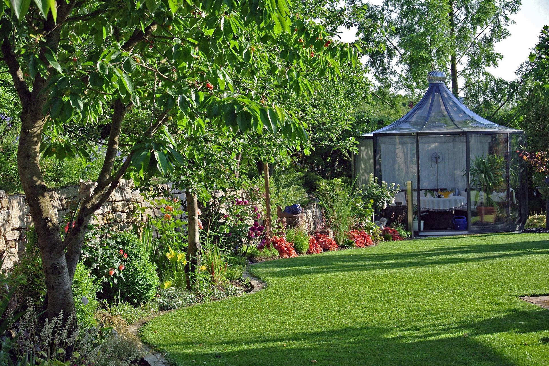 Gartenanlage mit viel Liebe zum Detail in Lichtenfels
