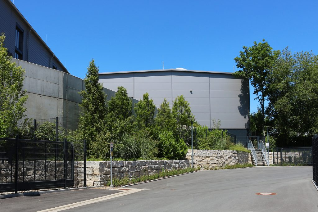 Zufahrt Firmengelände, Firma Hofmann - Ihr Impulsgeber, Lichtenfels.