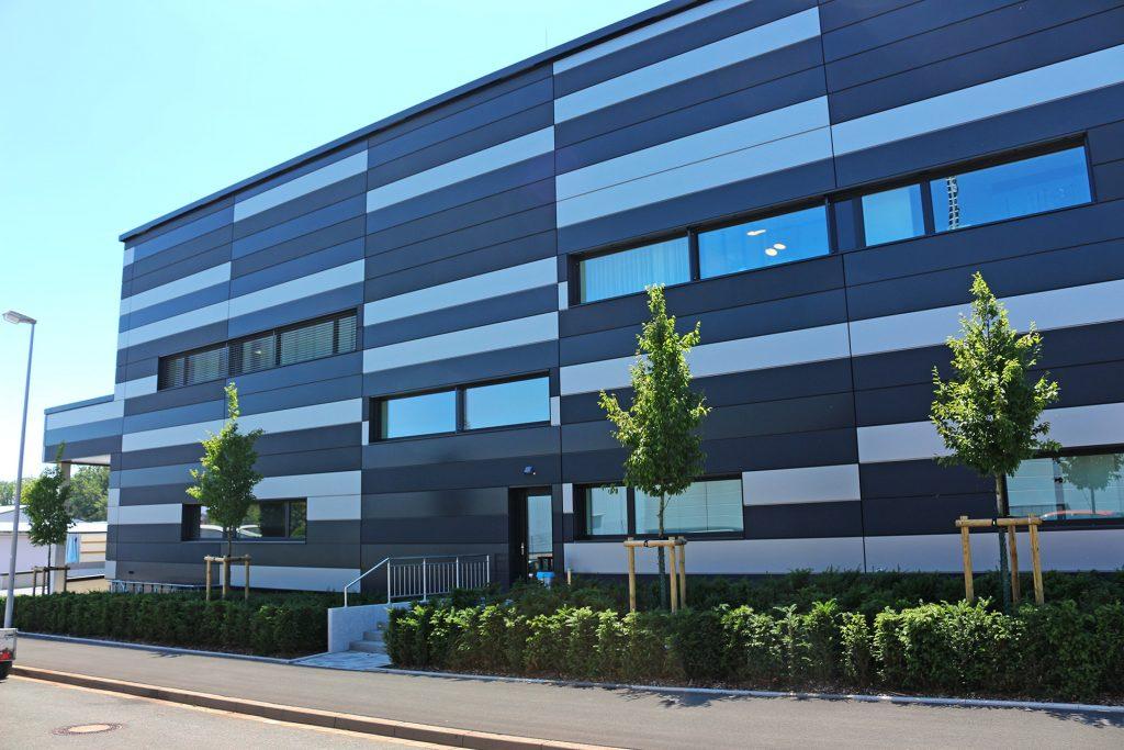 Außenanlage 3D-Druck-Halle, Firma Hofmann - Ihr Möglichmacher, Lichtenfels.